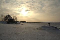 Finnish_beach_in_february