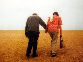 Strangers_holding_hands_3
